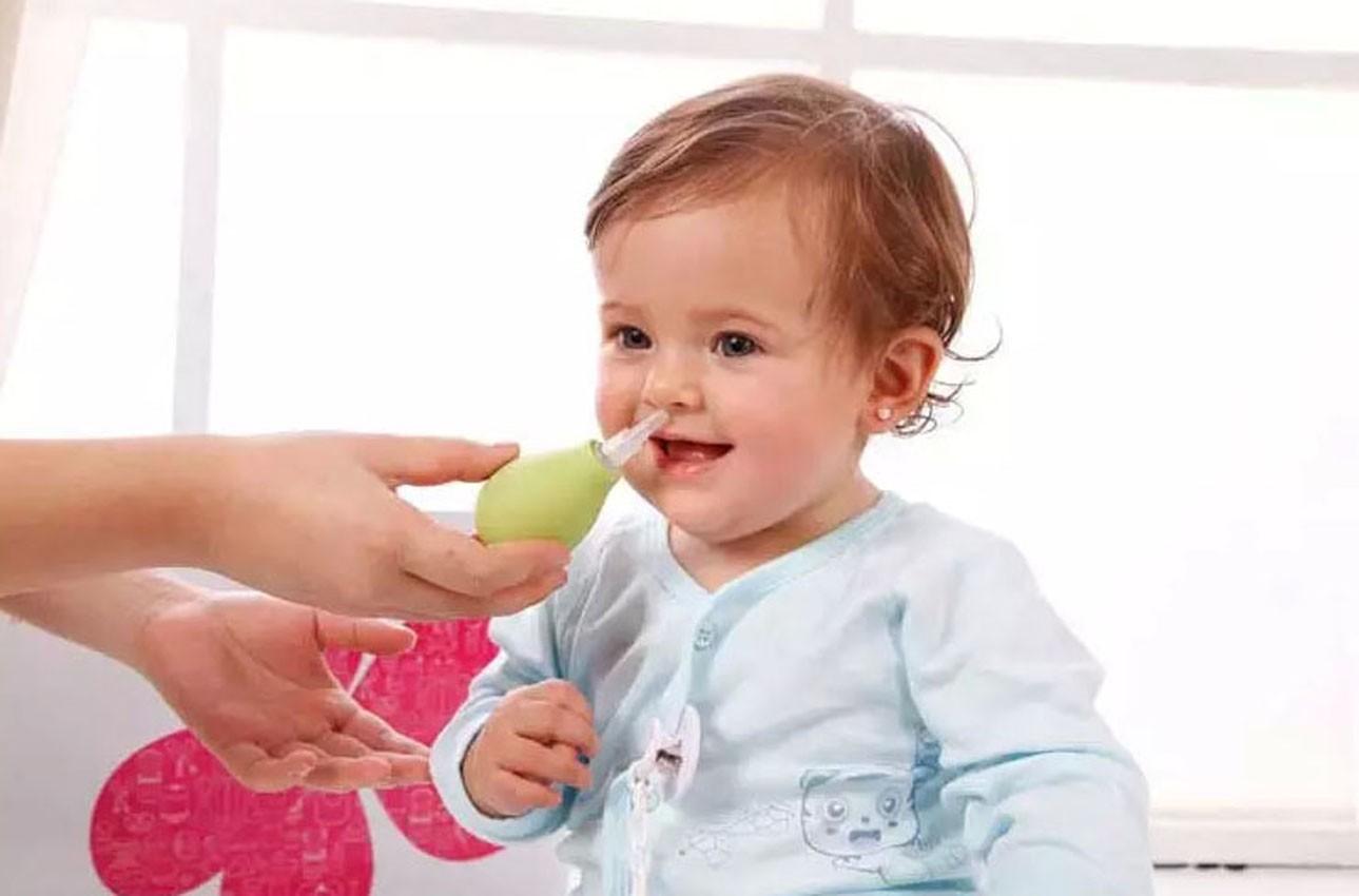 Смотреть Как правильно промывать нос ребенку видео