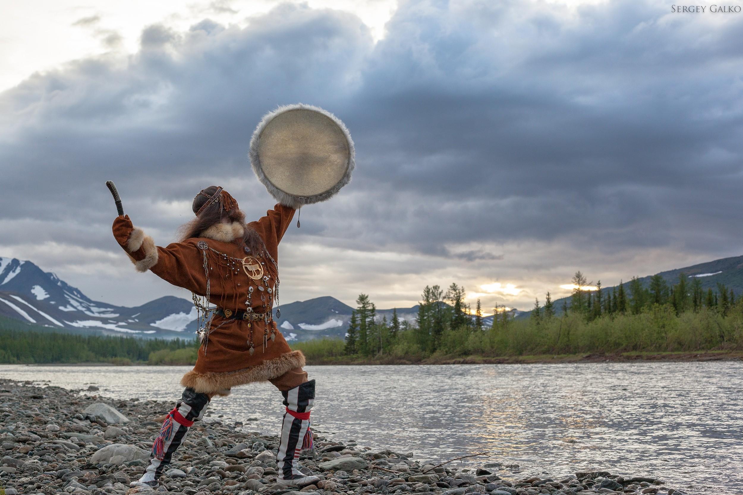 пригласили картинки шаман и север люди отталкивающей внешностью